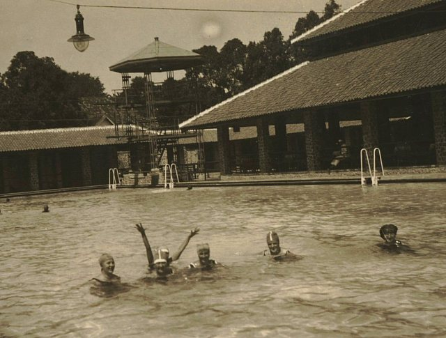 Zwembad Tjikini