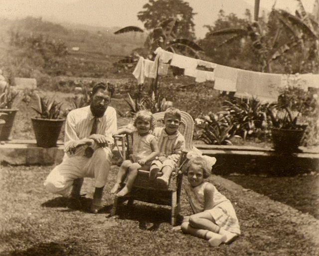 Man van Jo, met kinderen