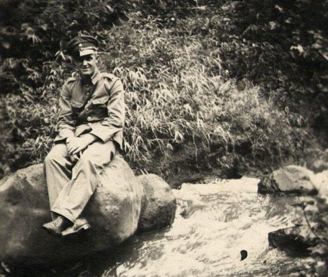 Man in militair kostuum, Tangkoeban Prahoe