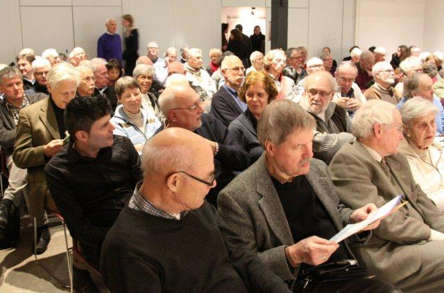 """Het publiek van de bijeenkomst """"Helden en schurken"""" (foto Verzetsmuseum/Verdonkschot)"""