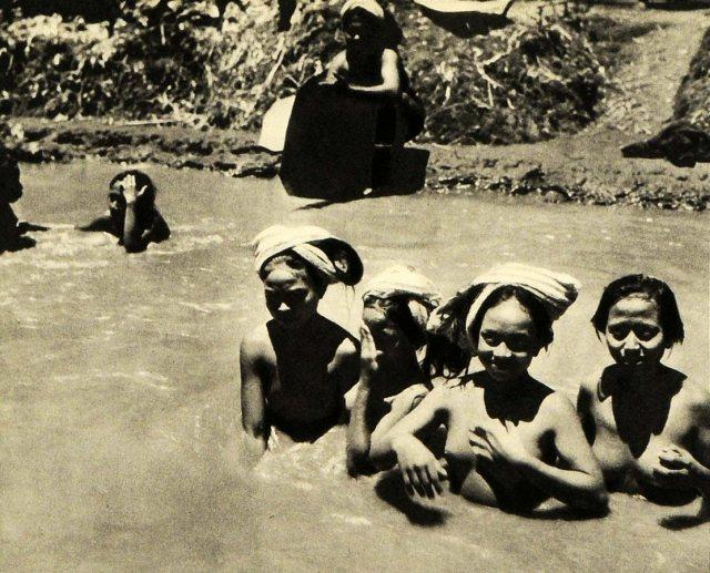 Bali: vrouwen in de kali