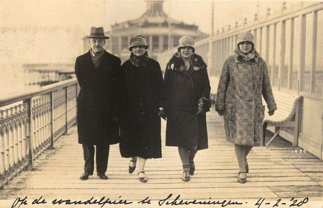 Familie Van Weelderen op de pier van Scheveningen