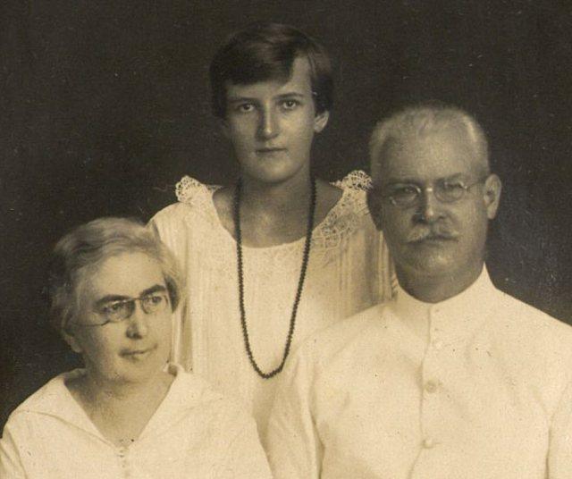 Heer en mevrouw Zieck met dochter Iens