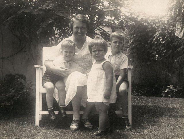 Vrouw met drie kinderen