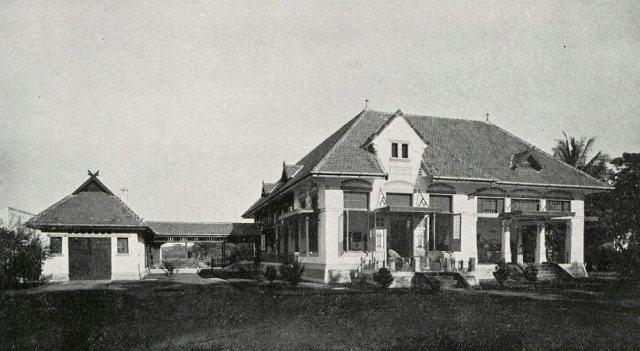 Moderne villa te Semarang. Woonhuis Mr. v. Embden (Cult. Mij. de Vorstenlanden.) Architect C. H. Lugten.