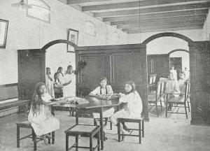 Weeshuis Boeboetan, recreatiezaal (1913)
