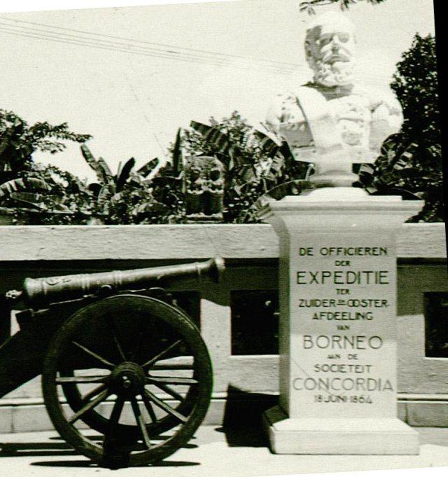 Borstbeeld van Koning Willem III in de tuin van het Stedelijk Historisch Museum, Tegalsari, Soerabaja.