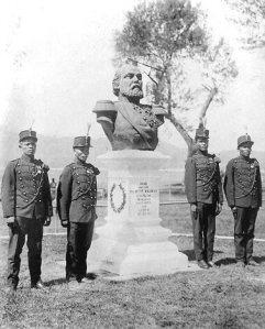 Willem III op Banda, met KNIL-militairen.