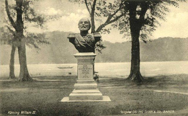 Borstbeeld Willem III op Banda, ca. 1900
