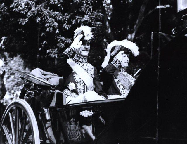 Overgave van bestuur door gouverneur-generaal Jhr. Mr. B.C. de Jonge aan Jhr. Mr. A.W.L. Tjarda van Starkenborgh Stachouwer te Batavia, 1936