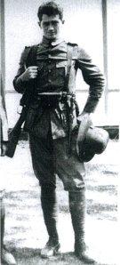 De jonge Charles Dibbets als soldaat.