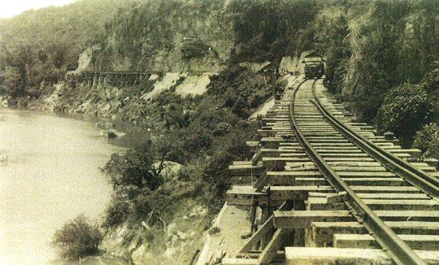 Een gedeelte van de door krijgsgevangenen en dwangarbeiders aangelegde Birmaspoorlijn, rond 1945. Foto: NIMH