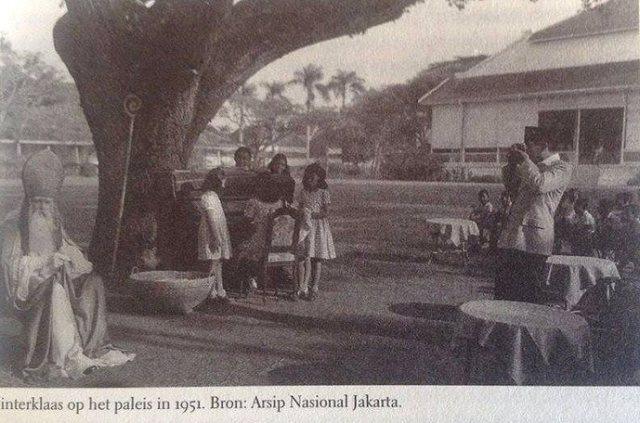 Sinterklaas wordt gefilmd door Soekarno