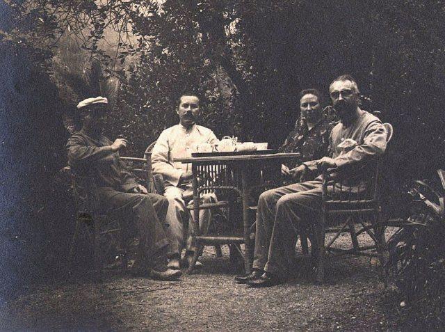 Professor Deninger, posthouder Bernhard, zendeling Schut met echtgenote.