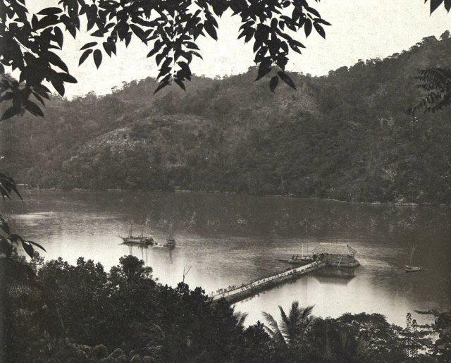 De Baai van Tifoe, Boeroe