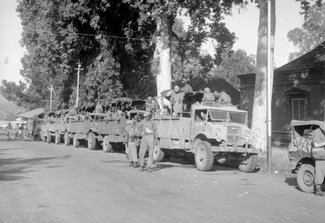 Brits konvooi in Buitenzorg, 1945.