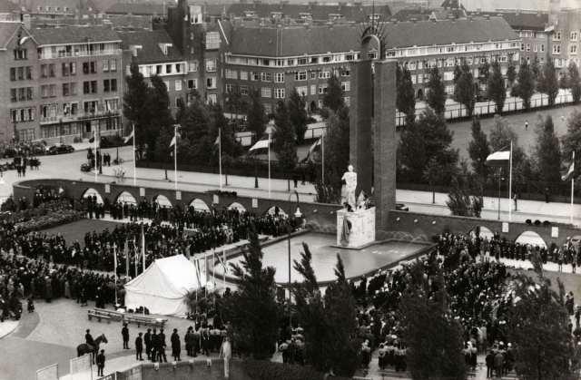 Onthulling oorspronkelijke Van Heutsz-monument door koningin Wilhelmina, 1935.