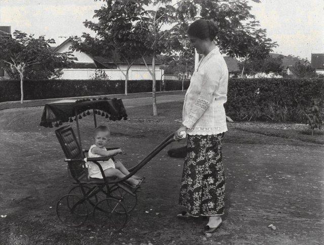 Jeanette 1 jaar oud, 26 augustus 1916.
