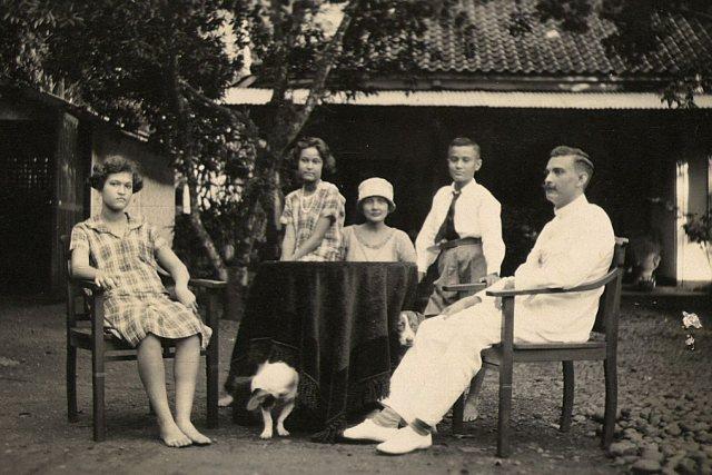 Gezin Persijn met hond, 1927
