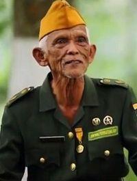 serg.-majoor TNI Atjep Abidin, vz. veteranenvereniging District Takokak