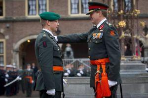 Majoor Tuinman wordt geridderd door de Koning, 4 december 2014.