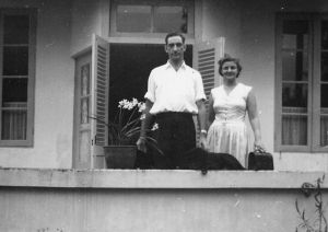 Het echtpaar Lancker-van Galen, klaar voor de reis
