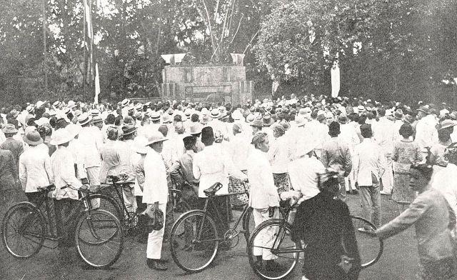 Bandoeng_monument SS_personeel_1926_publiek