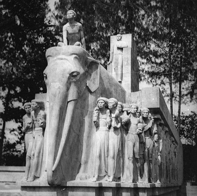 Van Heutsz monument, Batavia, ca. 1945