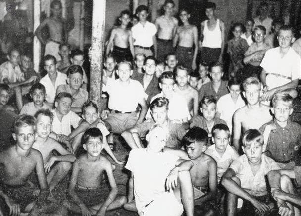Jongenskamp op Java, 1945.