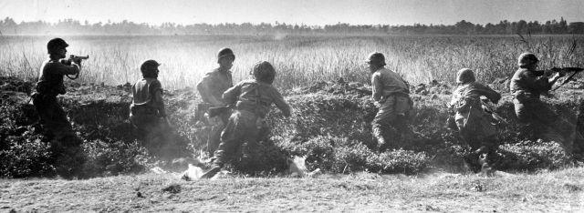 Nederlandse leger op Java, 1946. (Foto: Hugo Wilmar)