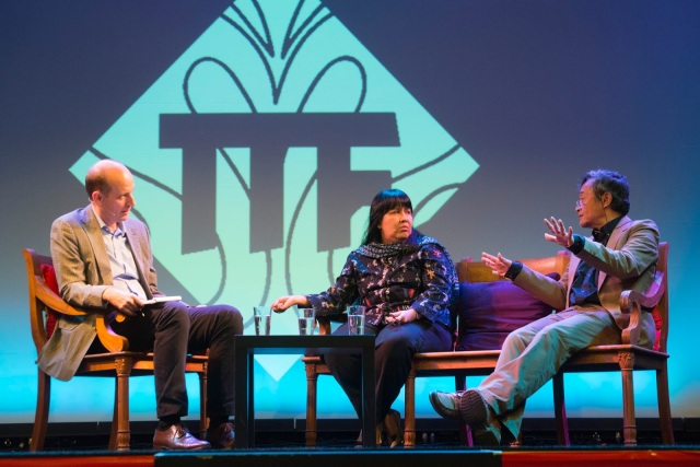 Eickhoff, Chudori en Aboeprijadi Santoso tijdens de Tong Tong Fair 2015