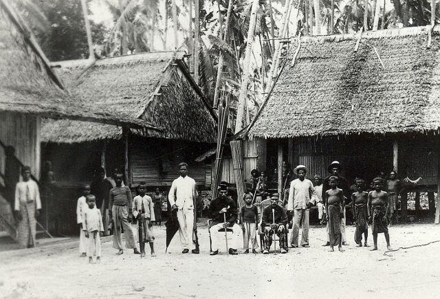 Dorpsbevolking Kei-Eilanden, Zuidelijke Molukken.