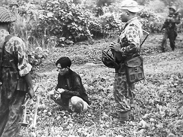 Gevangene nabij Perbaoengan (SOK), ten tijde van 1e Politionele Actie, juli 1947.