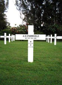 Adrianus Hendrikus Starreveld, overleed, 19 jaar oud, op 6 maart 1942 bij de Tjiater-stelling boven Bandoeng.