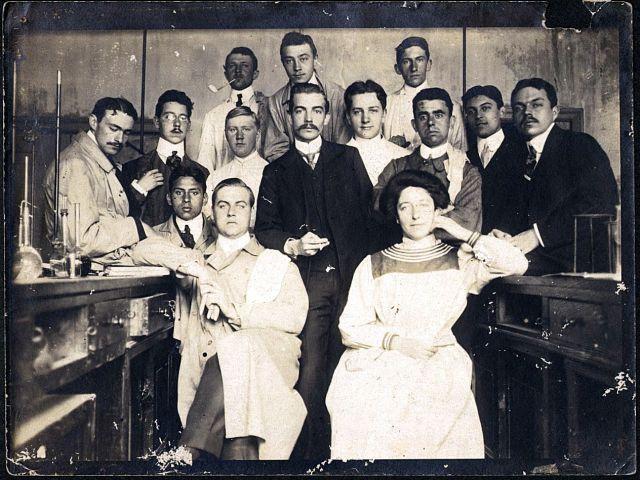 Laboratoriumpersoneel, Buitenzorg, ca. 1915.