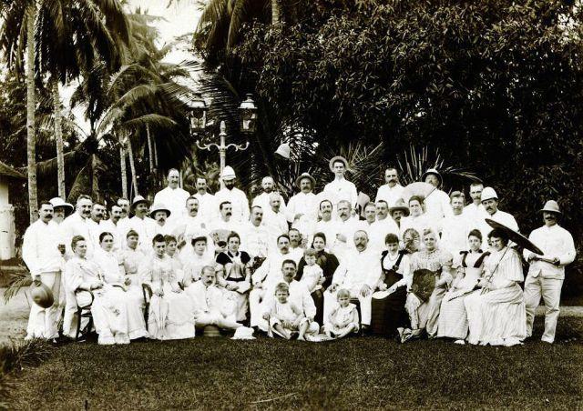Leden vermoedelijk van de Deli Plantersvereniging, Medan 1895.