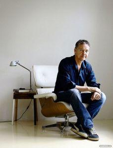 Thom Hoffman in zijn atelier. (foto: Sam Rentmeester)