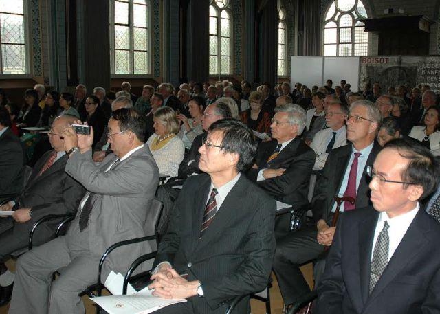 De Japanse leden van de adviesraad, tijdens de presentatie