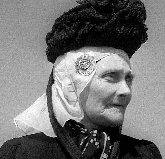 Vrouw uit Drente, the Netherlands, ca. 1950-1960 (fotograaf onbekend)