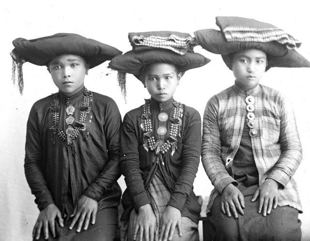 Drie Karo-meisjes (foto: Schmid)