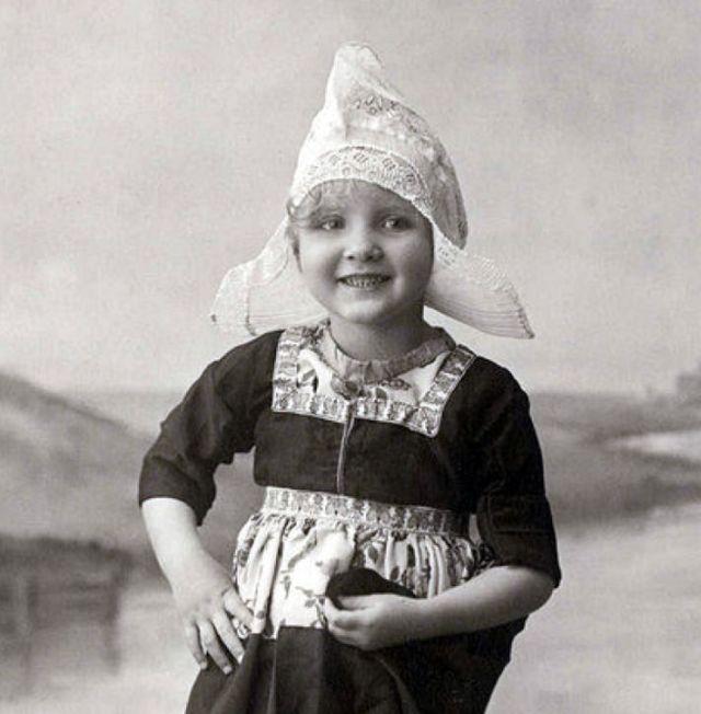 Meisje uit Volendam, the Netherlands, 1920-1930
