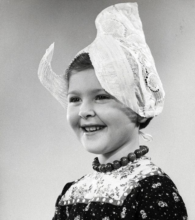 Meisje uit Volendam, the Netherlands, ca. 1950-1960