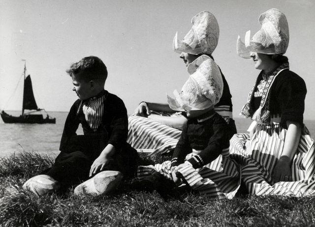 Volendam, the Netherlands, 1950-1960 (foto: Walter Blum)