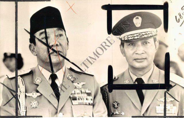Soekarno en Suharto in 1965. Foto gebruikt door de Amerikaanse krant Baltimore Sun.