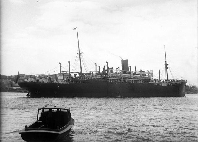 SS Moreton Bay, één van de door de Nederlanders gecharterde schepen die gehinderd werden door de boycot.