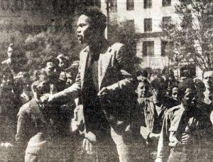 Foto uit de Daily Telegraph van Indonesische zeelieden die toespraken hielden tijdens de pro-Indonesische betogingen, 28 september, 1945