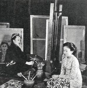 Otto Djaja aan het werk in zijn woning in Amsterdam (Vizier)