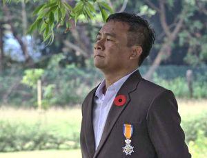 Thet Mon is verantwoordelijk voor het onderhoud en de verzorging van Thanbyuzayat War Cemetery. Foto Melle Garschagen.