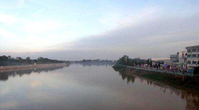De rivier in Rengat, 2016