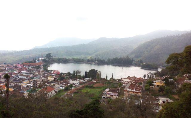Zicht op het meer, vanuit Hotel Sarangan